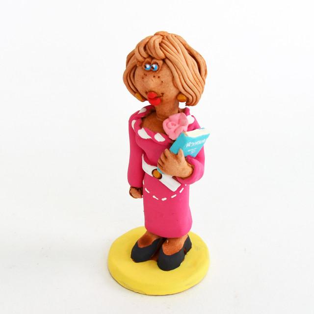 статуэтка учительницы