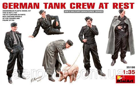 Немецкий танковый экипаж на отдыхе  1\35  MiniART 35198