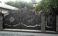 Кованые распашные ворота с калиткой, код: 01049