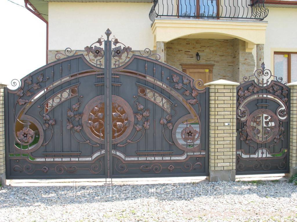 Кованые распашные ворота с калиткой, код: 01059