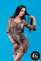 Женское стильное платье коричневого цвета с узором