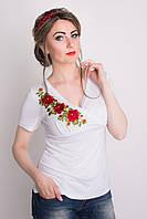 Белая вышитая женская футболка