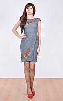 Платье обильно украшенное на груди цветами