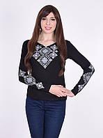 Роскошная вышивка состоит из элементов украшает рукава и грудь
