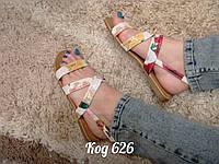Босоножки на низком ходу сандали с цветочками белые