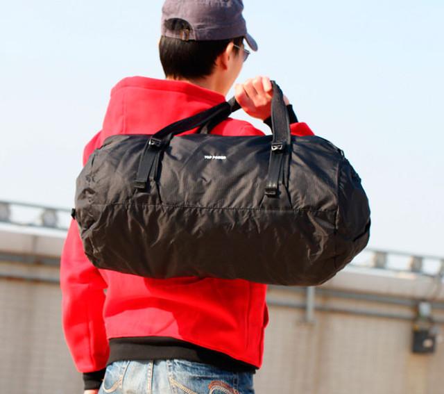 Мужчина с дорожной сумкой Top Power
