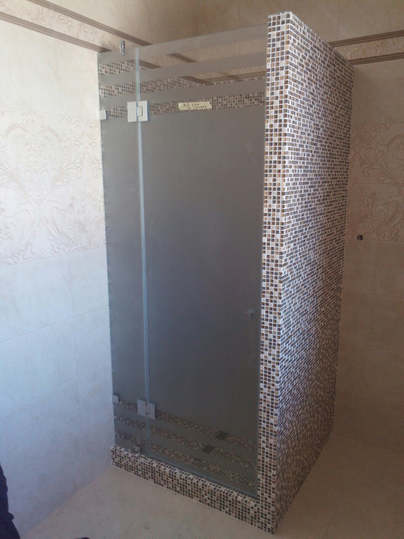 Душевая кабина из из матового стекла -1