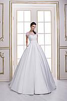 Изысканное свадебное платье А-силуэта, расшитое цветочными аппликациями