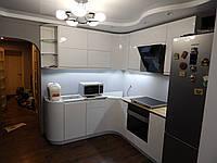 Кухня на заказ Premium BLUM-002 крашеные белые глянцевые фасады. Blum