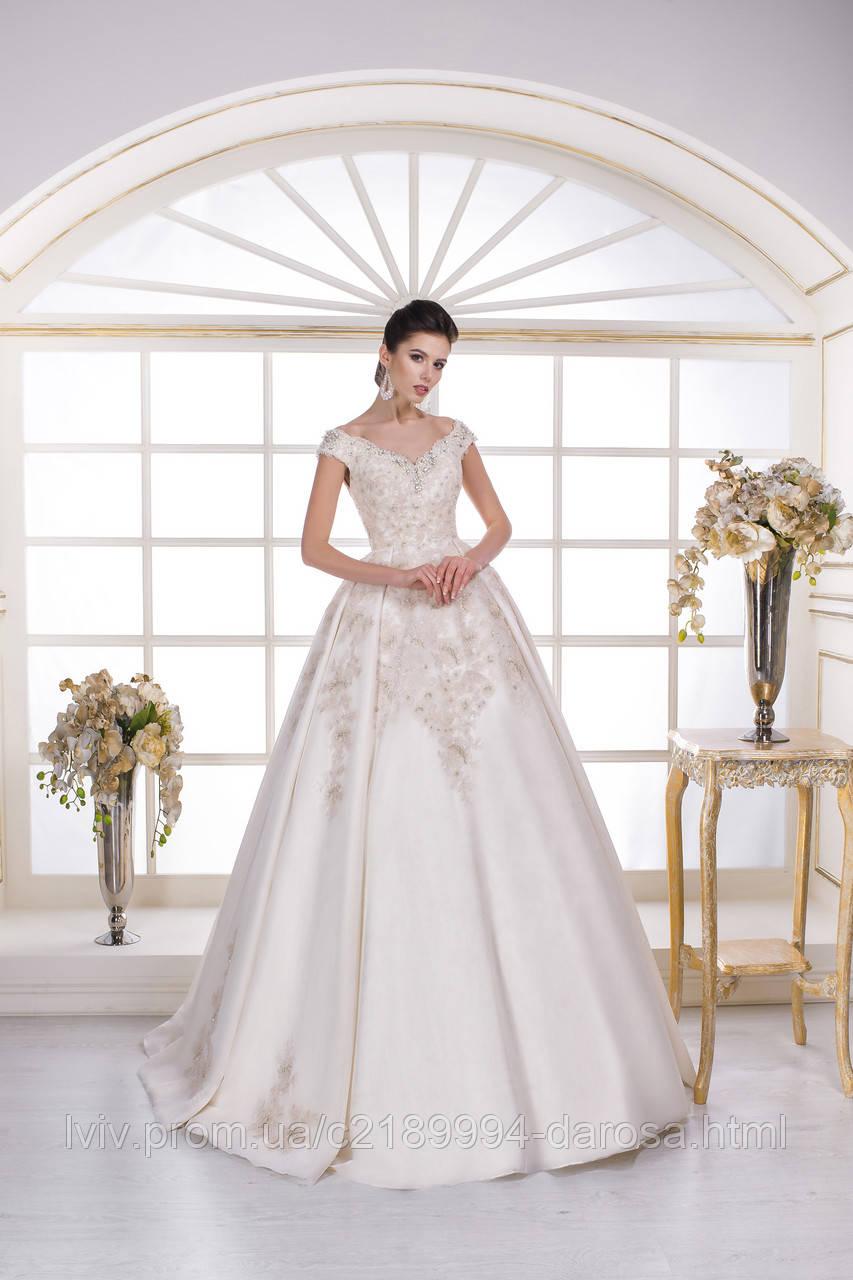 Свадебное платье с камнями на юбке
