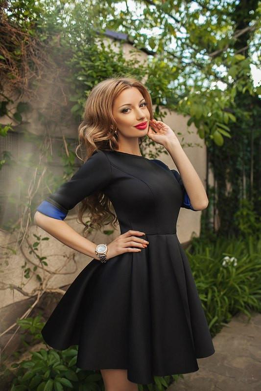 Практичное красивое платье