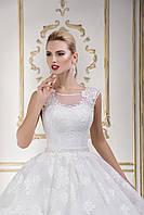 Шикарное свадебное платье с пышной юбкой позволит создать изысканный традиционный образ невесты