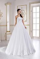 Красивое свадебное платье с открытыми плечами и пышной юбкой для утонченных девушек