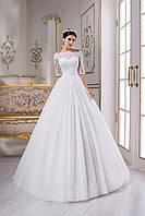 Нежное кружевное свадебное платье со спинкой-каплей