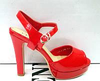 Босоножки на платформе и каблуке красные, черные F0002