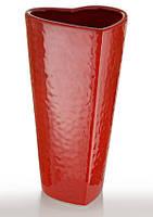 Ваза керамическая красная глянцевая интерьерная для цветов в форме сердца.