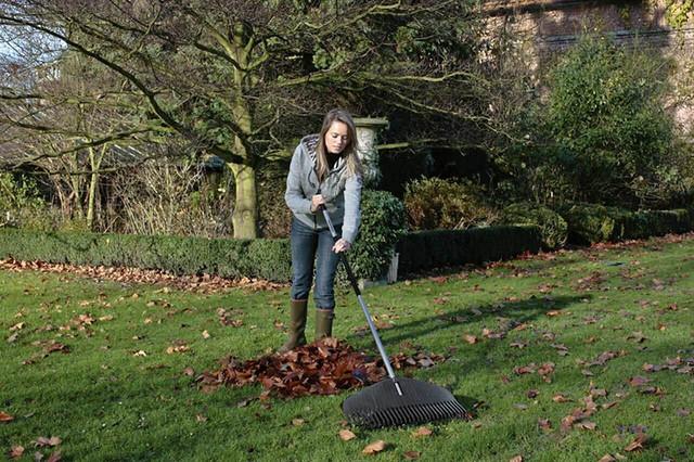 Грабли для листьев Fiskars Ergo (135570)