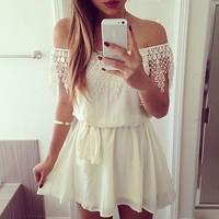 Молодежное платье в молочном цвете