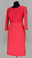 Женское платье с кружевной вставкой на передней полочке