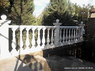 Терраса с балясинами и столбами