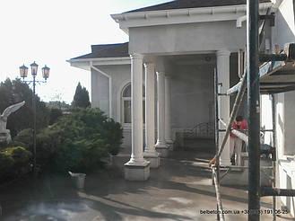 Колонны в дизайне загородного дома
