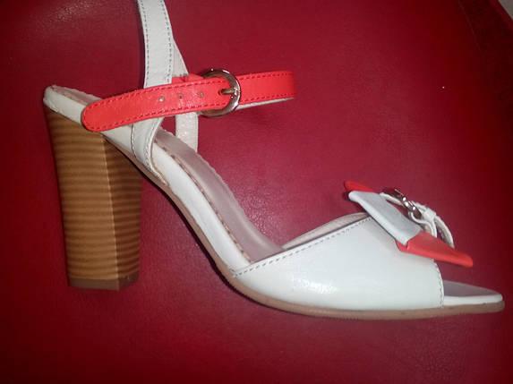 Бежевые кожаные босоножки на каблуке Olli., фото 2