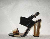 Босоножки стильные женские на толстом невысоком каблуке лаковые черные с золотом