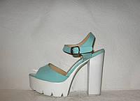 Босоножки женские модные на толстом каблуке лаковые бирюзового цвета