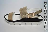 Стильные Босоножки золотистые на платформе без каблука из натуральной кожи