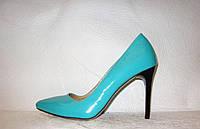 Туфли лодочки на шпильке лаковые кожаные бирюзового цвета