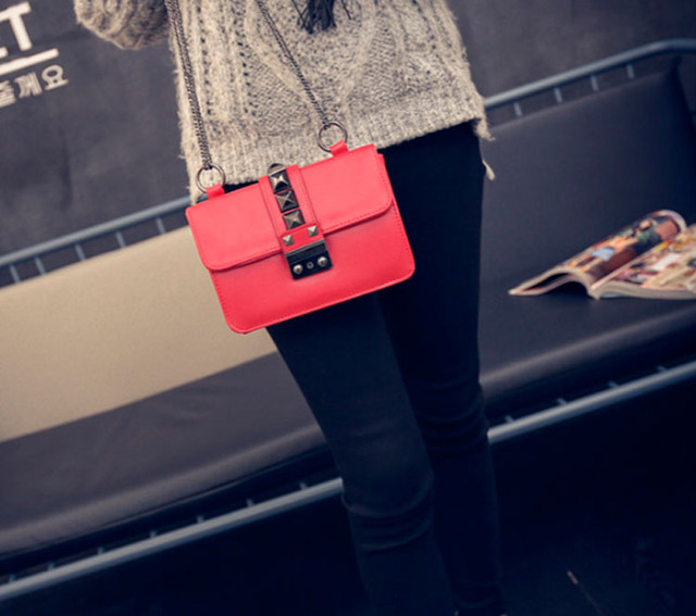 Женская сумочка через плечо на цепочке | красная