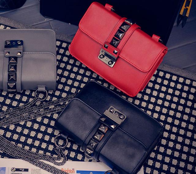 Женская сумочка через плечо на цепочке | красная | серая | черная