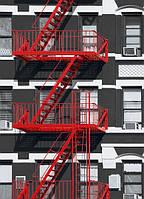 Черно-белые фотообои  с красной пожарной лестницей размеры 183 х 254 см