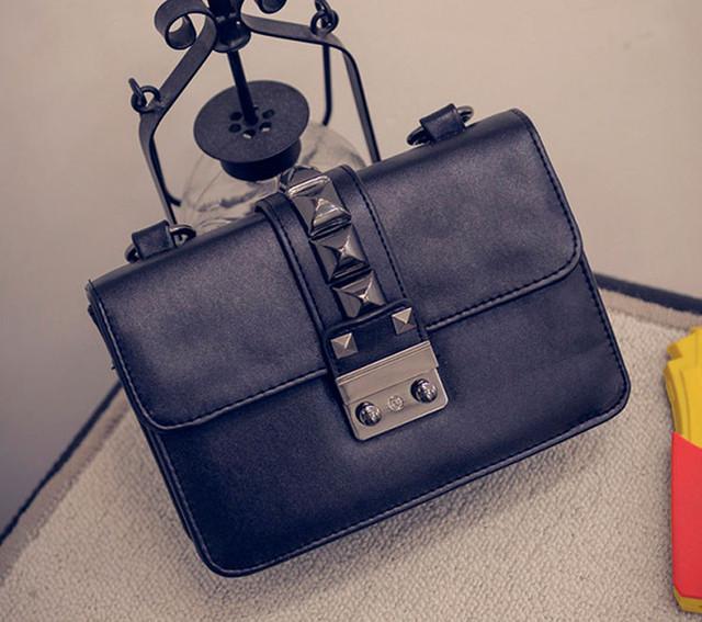Женская сумочка через плечо   черная