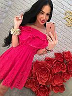Женское летнее платье с открытыми плечиками и рюшами
