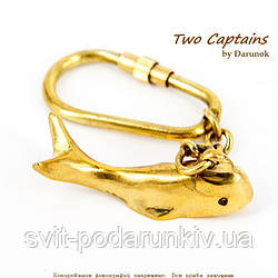 Брелок дельфин желтый латунный в морском стиле 2493SА