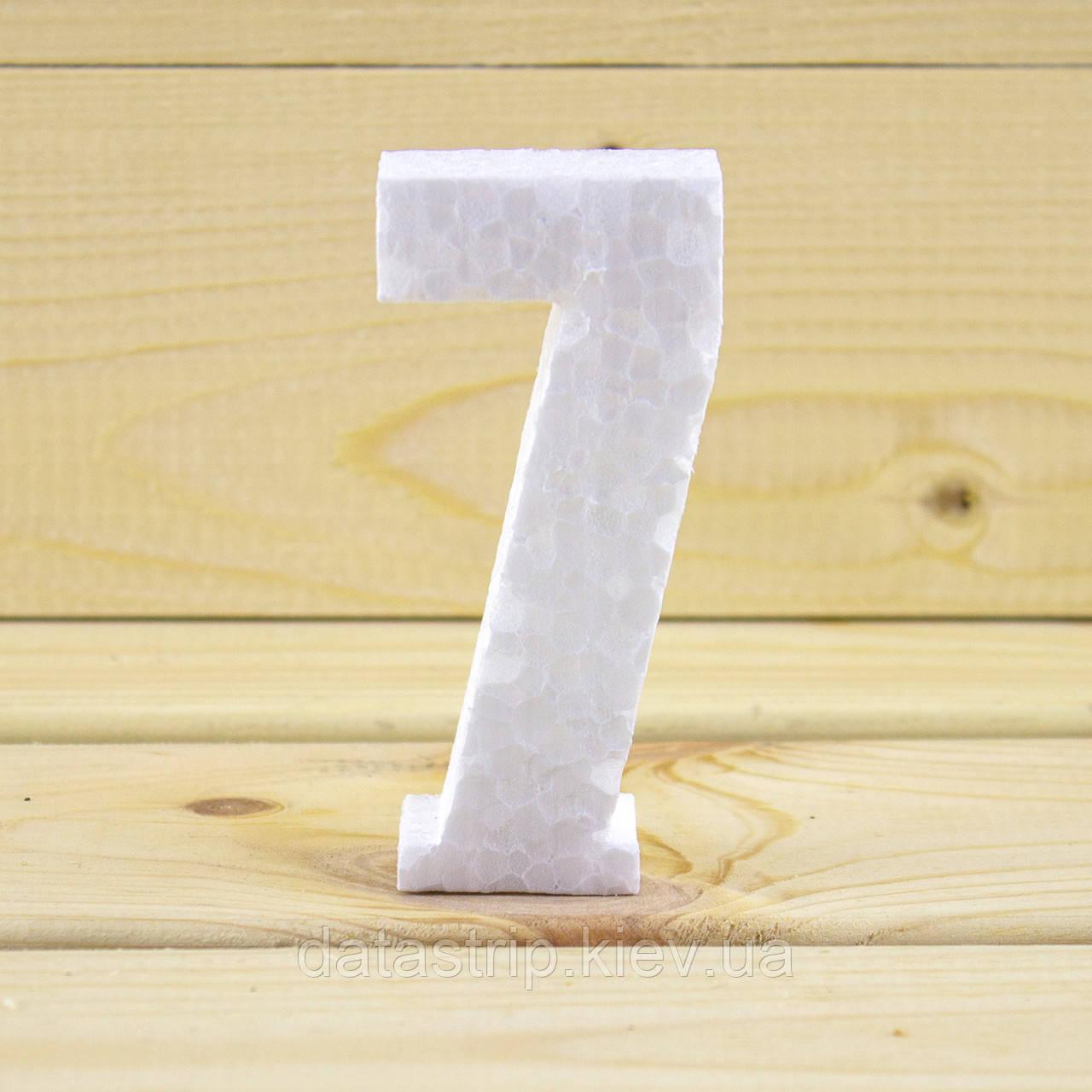 Цифра 7 из пенопласта, толщина 10 см.