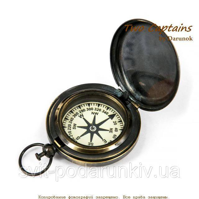 старый компас в античном стиле