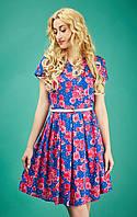 Летнее цветочное платье со складками на юбке