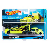 Hot Wheels BDW51  Машина дальнобойщика+гоночная машинка, фото 1