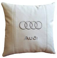 Подушка сувенирная  в авто с логотипом Audi