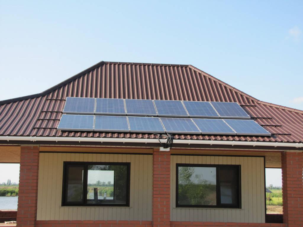 Установка солнечных панелей, автономного уличного фонаря и горизонтального ветрогенератора