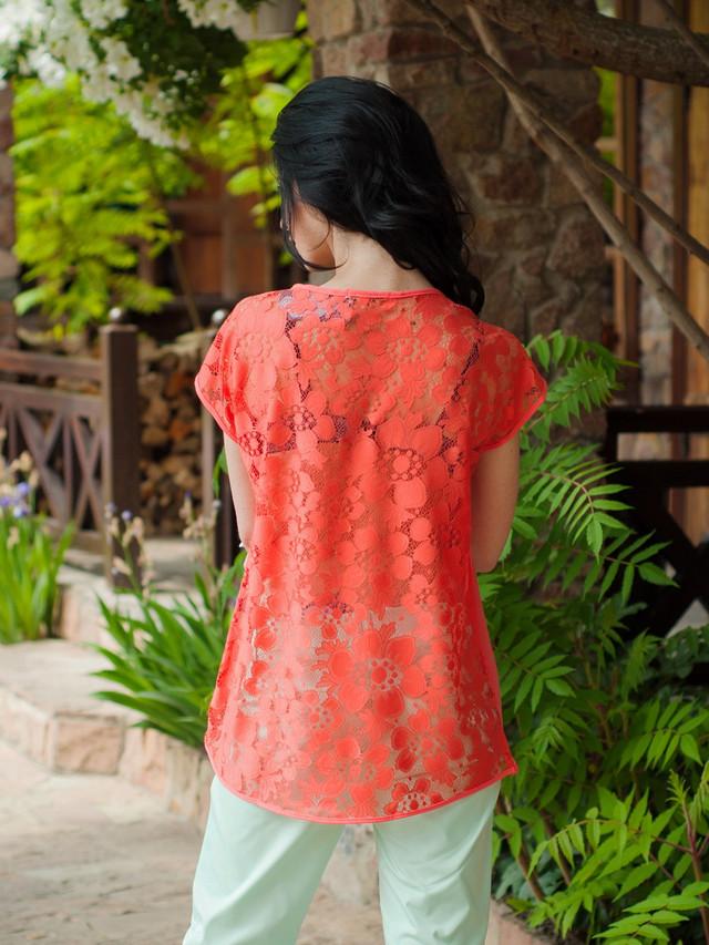 Стильная женская летняя блузка с гипюровой спинкой