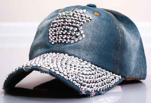 Летние кепки и шляпы