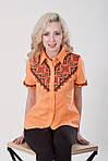 Яркая оранжевая блуза с красно-черной традиционной вышивкой на груди и рукавах, фото 2