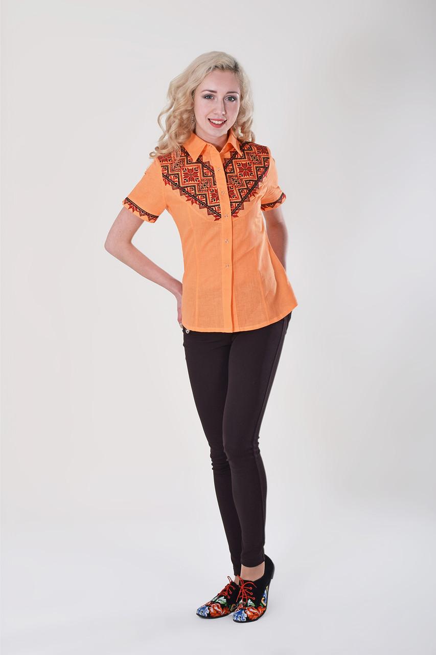 Яркая оранжевая блуза с красно-черной традиционной вышивкой на груди и рукавах