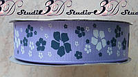 Лента репсовая декоративная сиреневая с рисунком цветы шириной 2,5 см