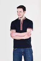 Традиционная мужская вышиванка черного цвета с красным орнаментом