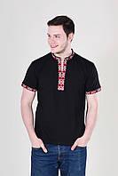 Модная мужская вышиванка из хлопка выполнена в традиционном стиле с красным орнаментом