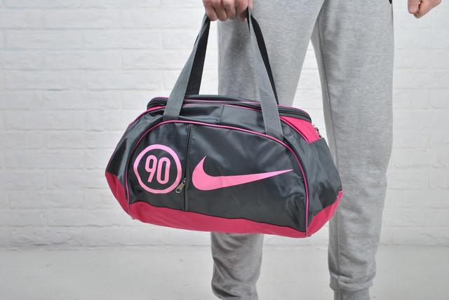 35e0c01b48fa Женская спортивная сумка Найк Nike (реплика)Очень практичная сумка для  спорта отдыха и путешествий! В эту сумку поместится и одежда, и обувь, и  спортивные ...